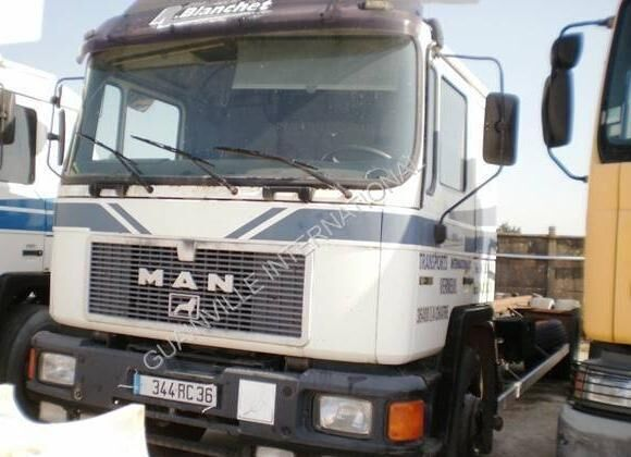 MAN F2000 camion châssis