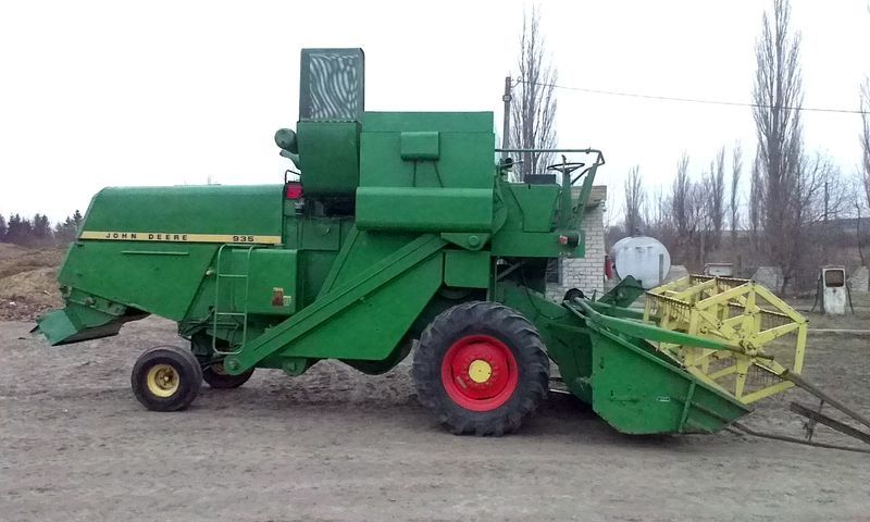 JOHN DEERE 935 moissonneuse batteuse