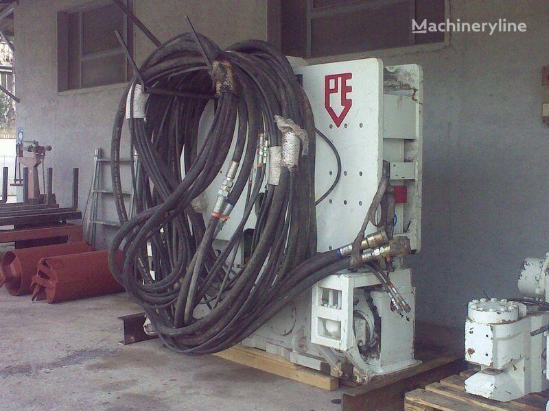 Vibropogruzhatel  PVE25 M + power unit PVE 480. autre matériel TP