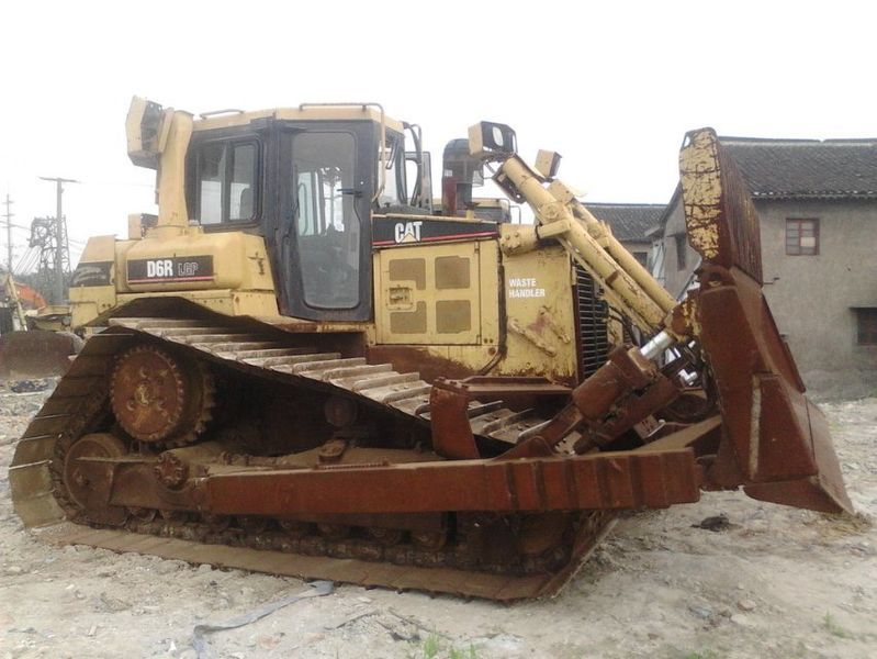 CATERPILLAR D6R bulldozer
