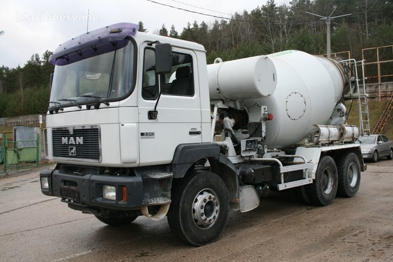 MAN 33.343 camion malaxeur