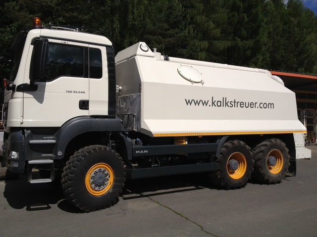 MAN spreader for laim or cement TGS 33.440 - 6x6 recycleur