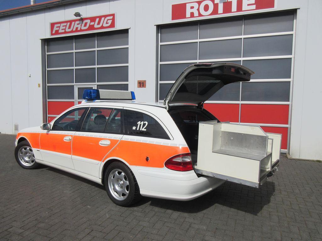 vente des mercedes benz 220 cdi model 211 feuerwehr ambulance de l 39 allemagne acheter. Black Bedroom Furniture Sets. Home Design Ideas