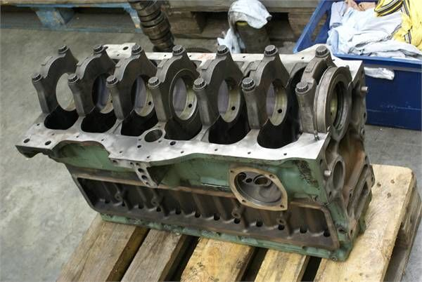 bloc moteur pour MERCEDES-BENZ OM 366 XII autre matériel TP