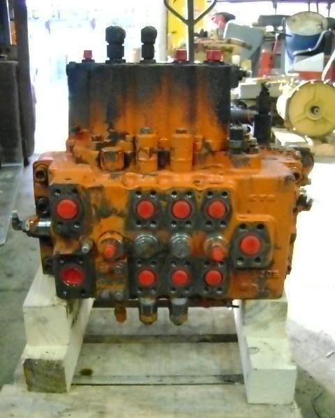 distributeur hydraulique pour FIAT-HITACHI FH 200.3 excavateur