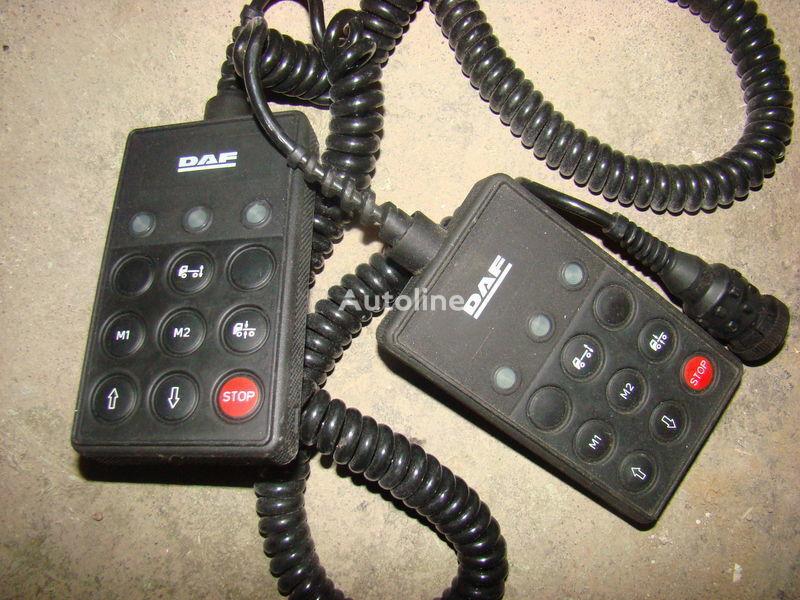 DAF 105XF remote control ECAS 1337230; 4460561290, 1657854, 1659760, 1669461, 1686733, 1690391, 1732019, 1780197, 1780200, 1792640, 1848360, 1851259, 1851261, 1851747, 1898313, 1898316, 1898317 planche de bord pour DAF 105XF tracteur routier