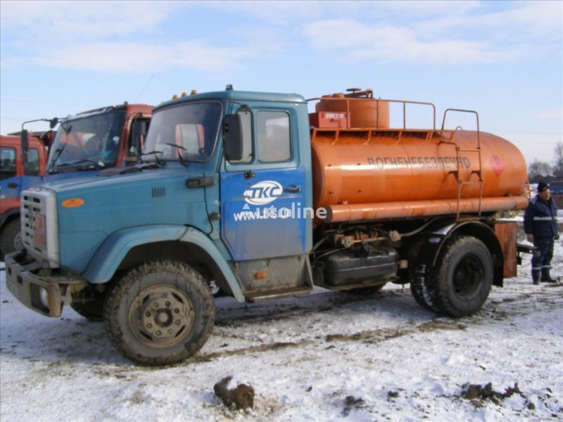 ZIL 4310 camion de carburant