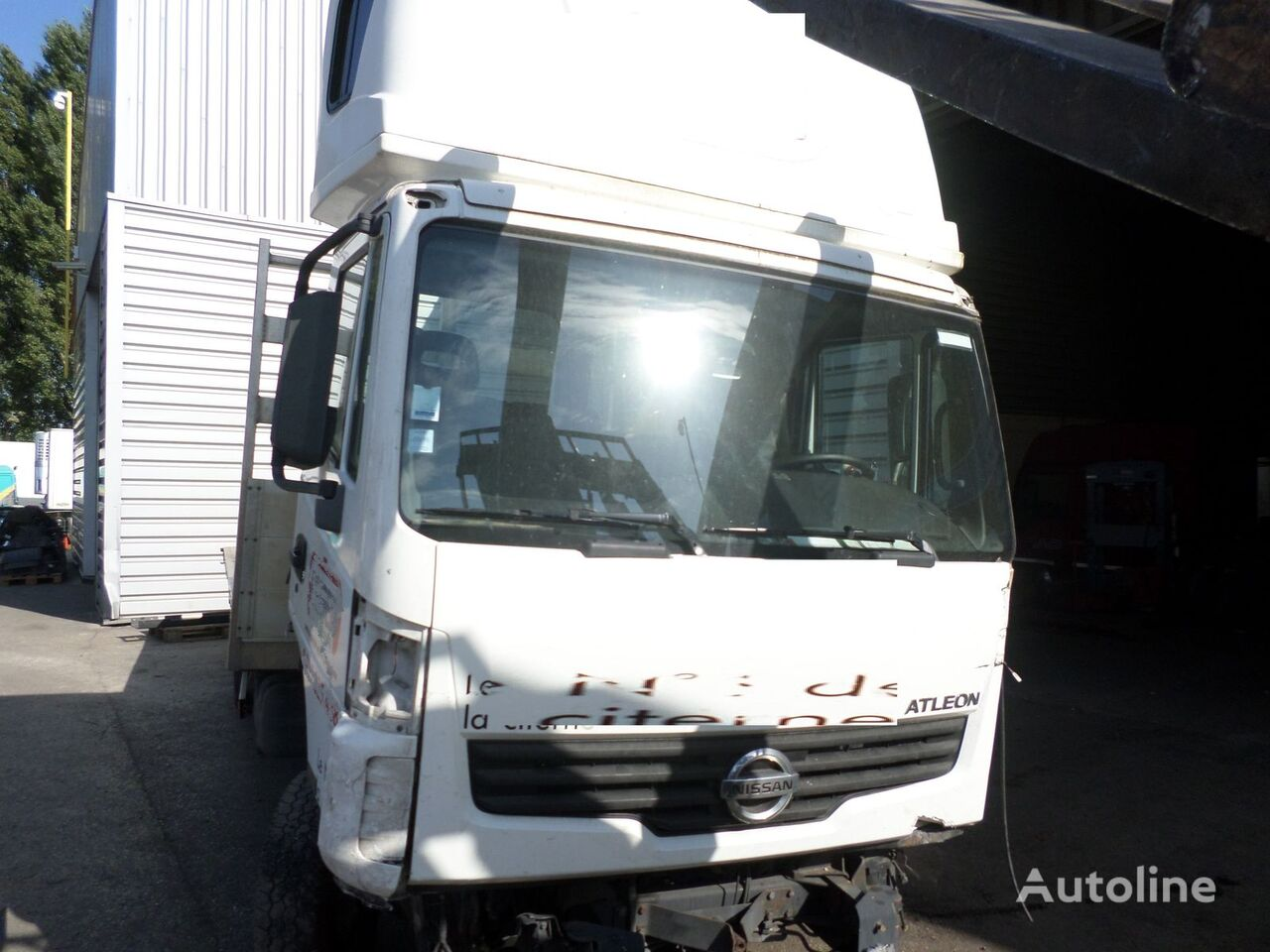NISSAN ATLEON camion plate-forme