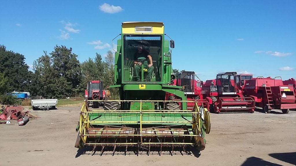 JOHN DEERE 945 moissonneuse batteuse
