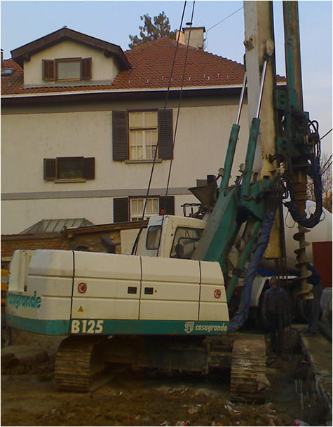 CASAGRANDE B125 engin de battage
