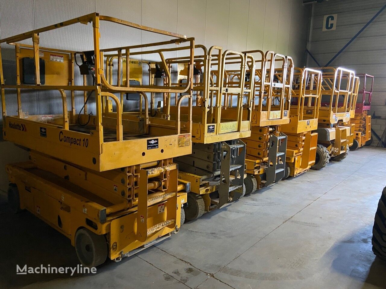 Onbekend We have over 30 electric scissorlift in stock !!! nacelle ciseaux