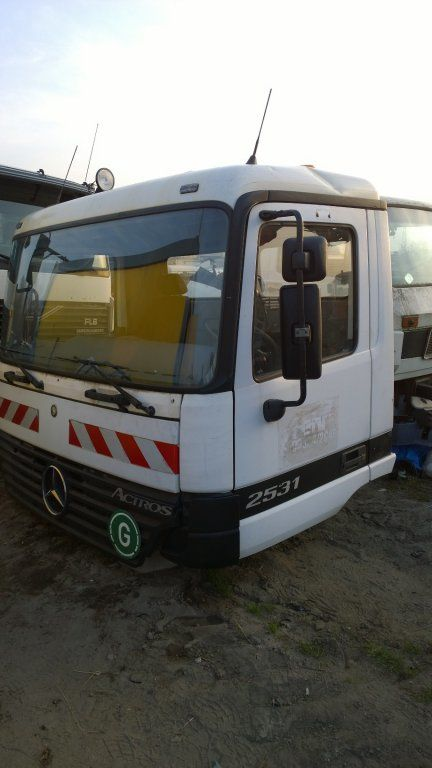cabine pour MERCEDES-BENZ Actros Budowlana dzienna 11500 zl camion