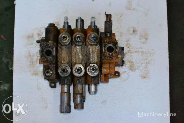 distributeur hydraulique pour Case 595  tractopelle