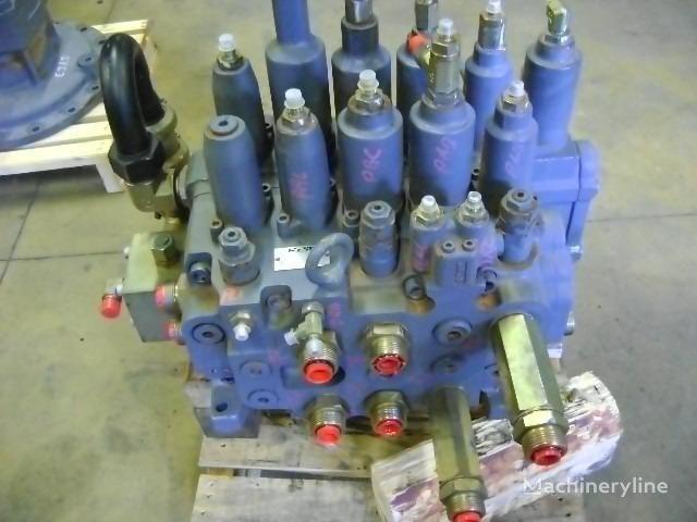 distributeur hydraulique pour NEW HOLLAND E 385 excavateur