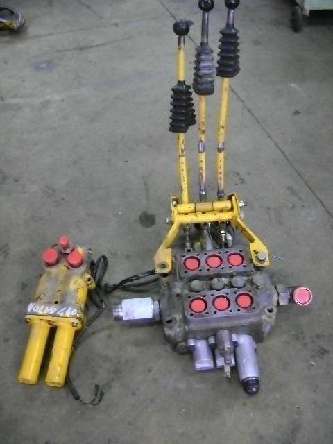 distributeur hydraulique pour VOLVO 4400 chargeur sur pneus