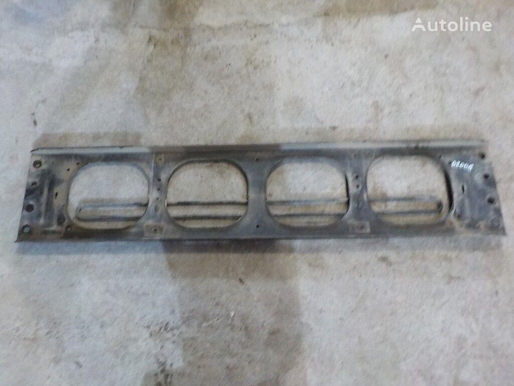 Poperechina perednyaya ramy-kronshteyn reshetki radiatora Volvo fixations pour camion