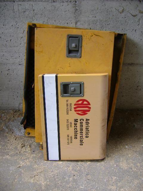Cofani pièces de rechange pour LIEBHERR 902 excavateur
