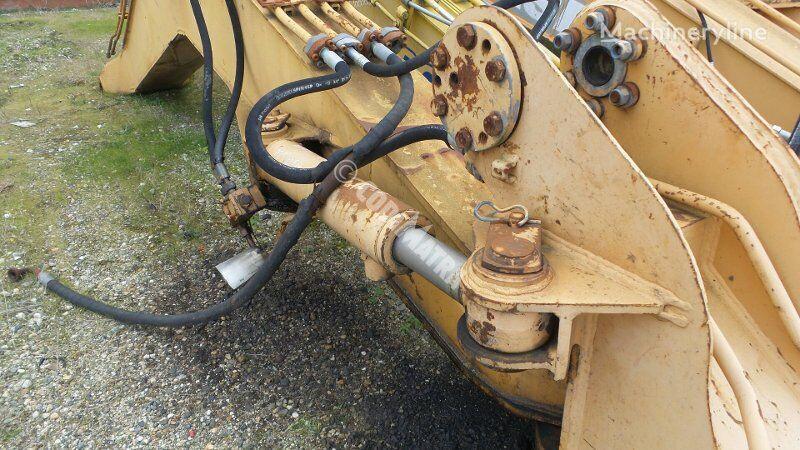 vérin hydraulique CASE Verin de deport pour excavateur CASE 688B